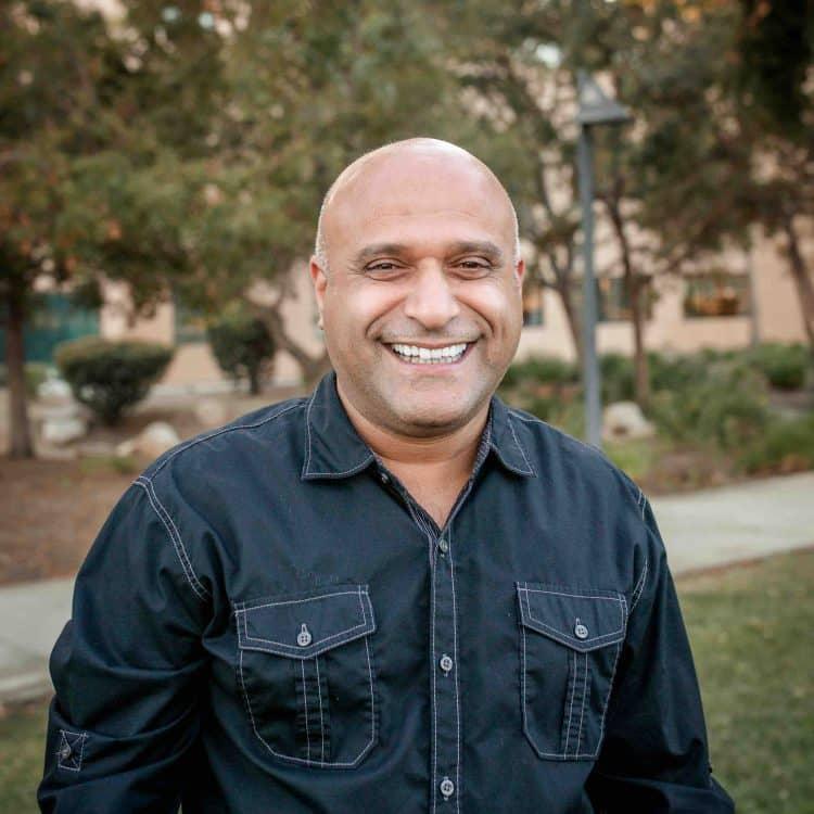 Bahram Headshot photo